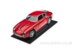 DB4 Zagato Red Model, 1:18 Scale - YM92729RD